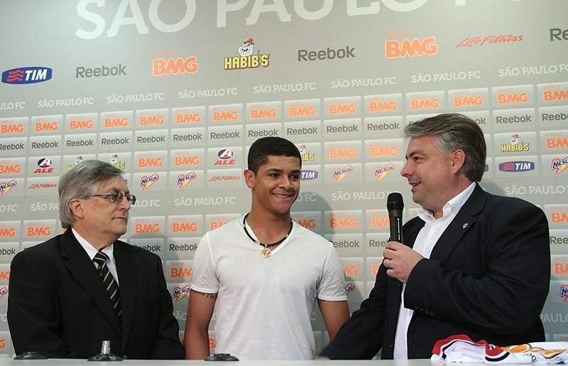 祝小德子好运! 23岁 的巴西中场德尼尔森,为期一年.德尼尔...